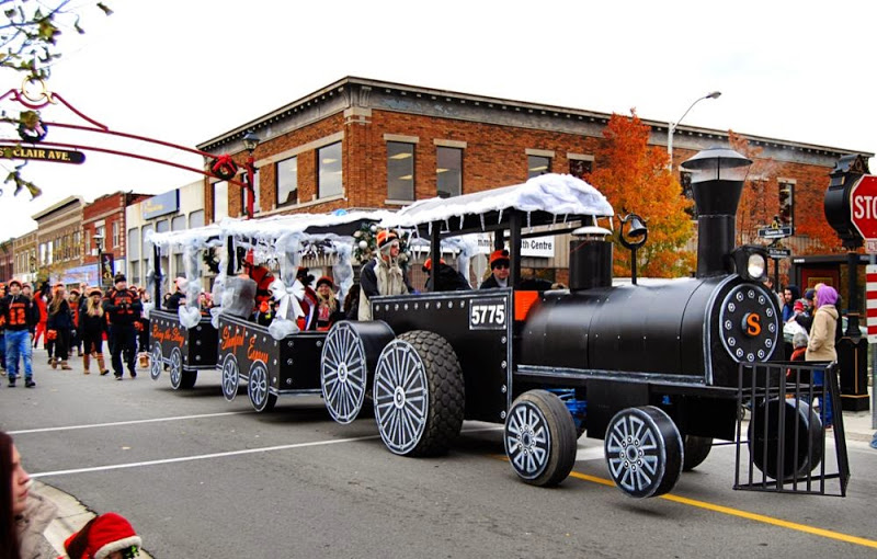 Stamford S Santa Parade Float All Aboard
